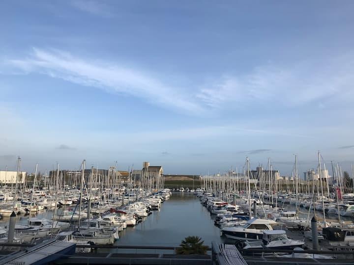 Студия с видом на порт