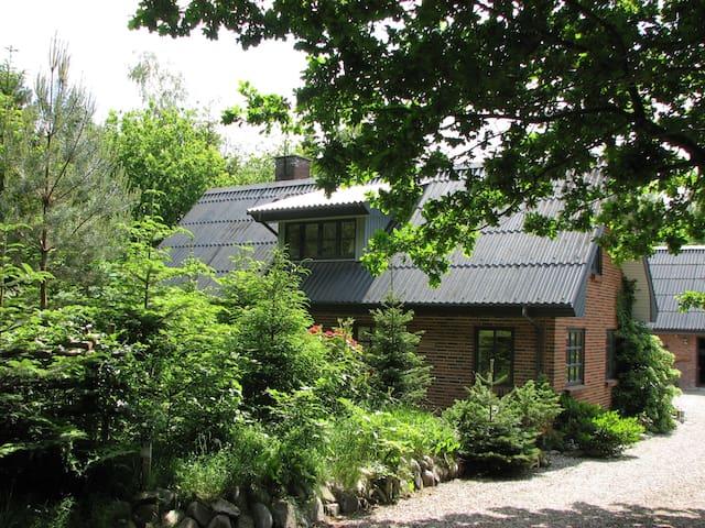 Skovhus, værelser, nær golfcentret. - Aars - Villa