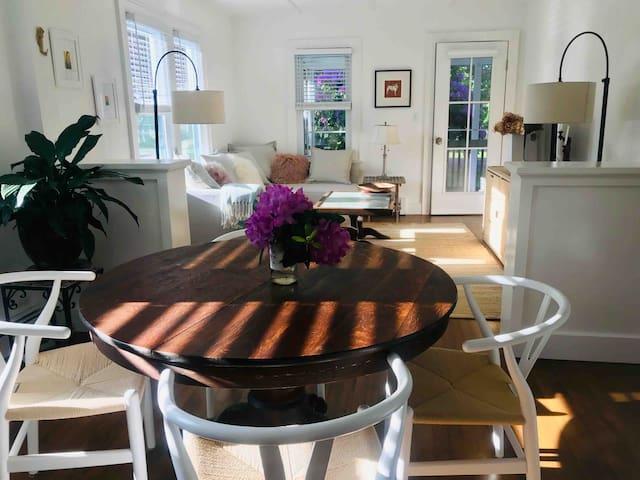 Charming & Elegant Shelter Island Suite