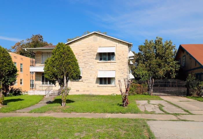 Private apartment in Woodlawn San Antonio Area.