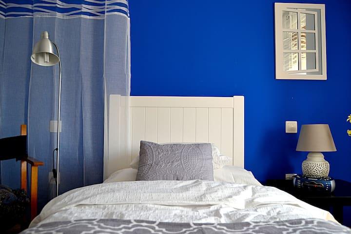 Confortable single bedroom