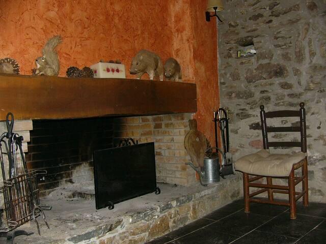 casa con encanto de piedra y madera