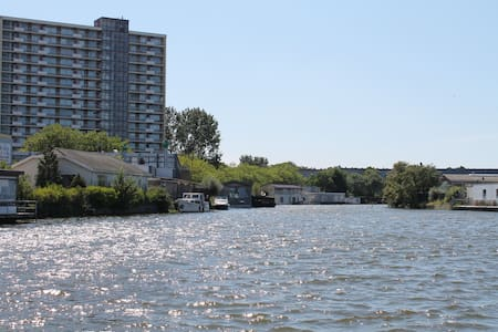 Elegant Houseboat in The Hague - กรุงเฮก