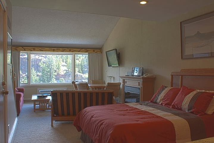 Tamarron Vacation Rentals 510 - Loft Unit with 1 Queen bed downstairs - Durango, Colorado