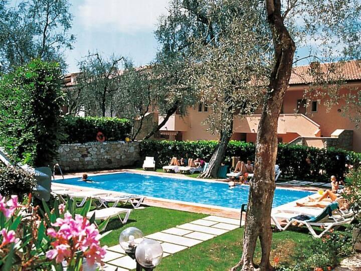 Nice Apartment, swimmingpool, terrace lake view