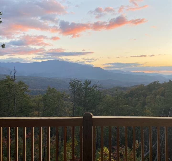 Sky View -Gorgeous Mtn Top Cabin w/ AMAZING Views!