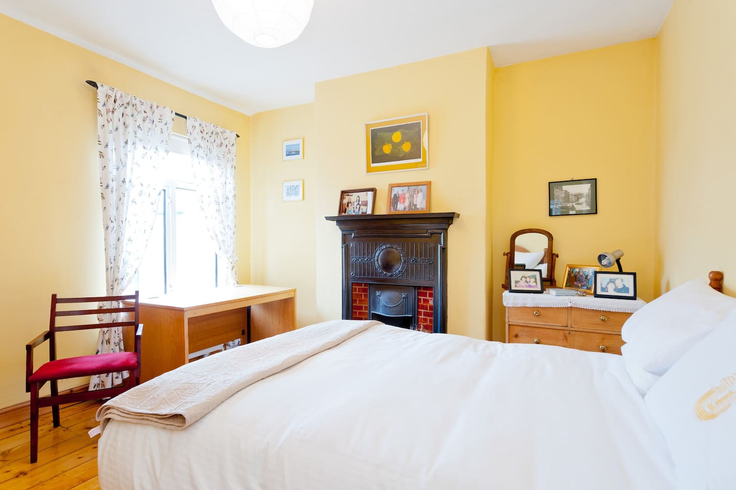 Lovely room with large comfortable double bed