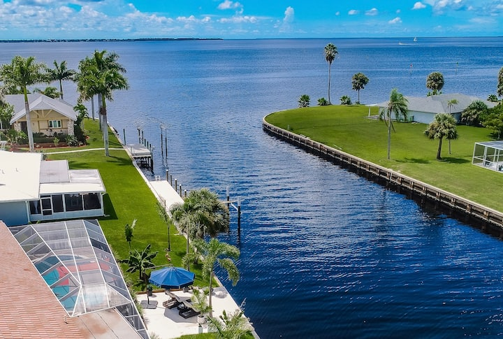 FLORIDA WATERFRONT LUXURY 4BR/3.5BA  HEATED POOL