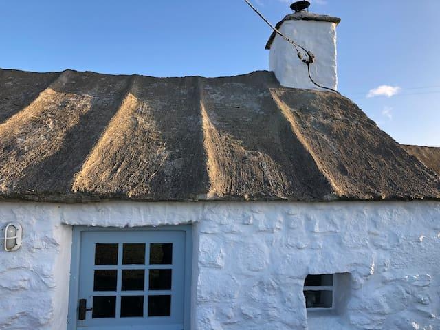 Historic cottage sea views log burner nr Porthgain