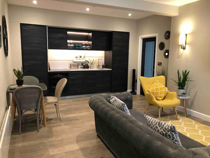 Luxury boutique 1 Bedroom Apartment in town centre