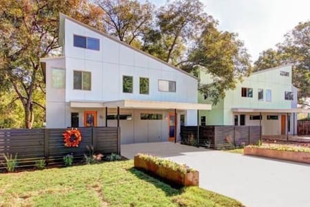 Modern Townhome Close to Downtown - Austin - House