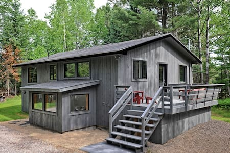 Newly Revamped, Open Concept Chalet