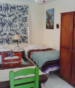 Room in bohemian colorful house - San Miguel de Allende - House