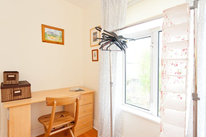 Lovely room for female only. Close to city centre