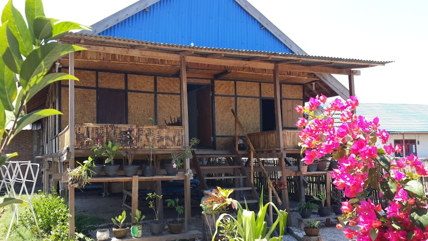 Beach Shack with Amazing Ocean View - Labuhan Badas