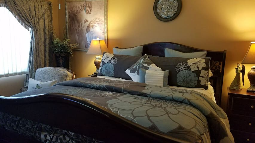 Private Master bed/bath 5 mins from Disneyland - Anaheim