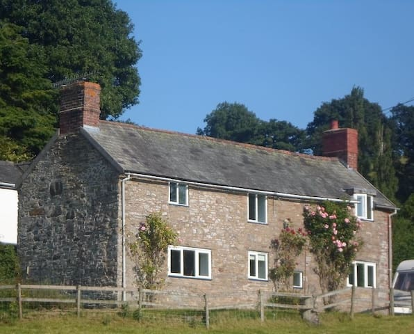 Welsh Cottage With Beautiful Views Near Montgomery