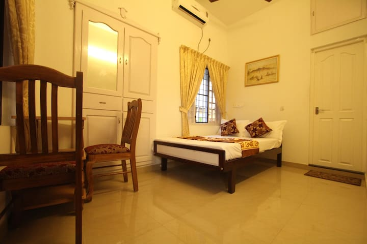 Aaron's Home Stay, AC Single room - Kochi - Haus