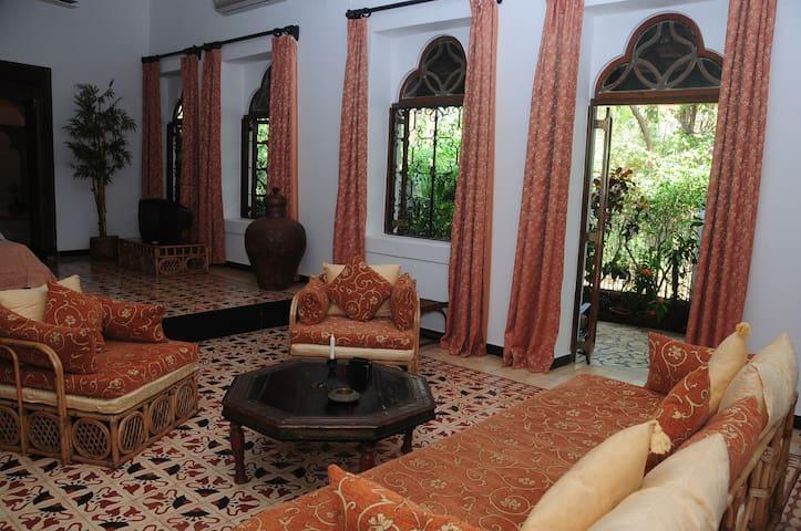 Romantic suite in Traditional Villa
