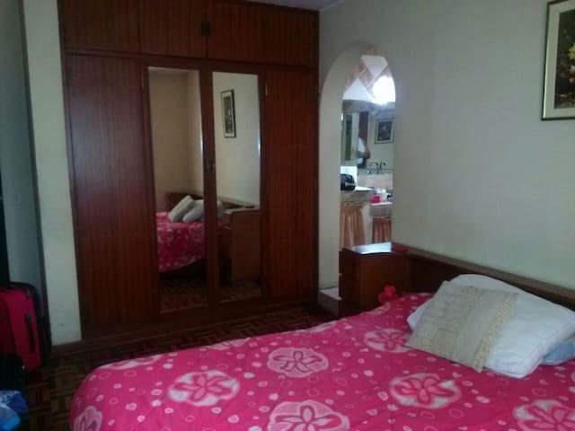 Rooms with private bathr. & shared - La Molina - Casa