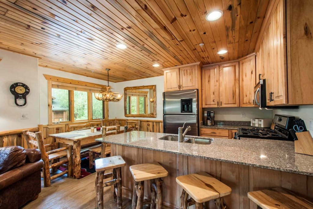 This luxury Park City Timber Wolf condo has 2 bedrooms, 2.5 bathrooms and is centrally located near Canyons, the largest ski resort in the US.