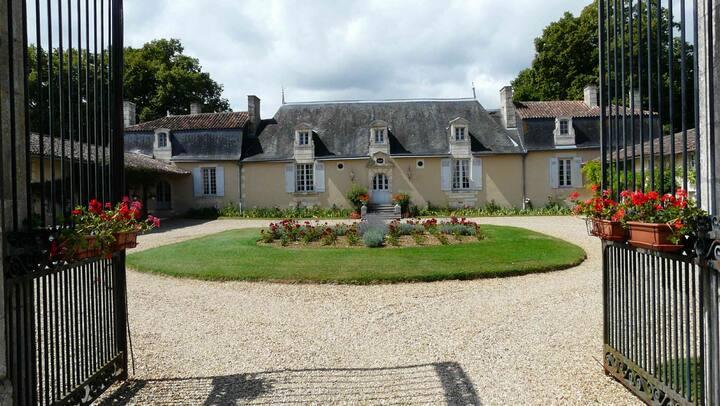 CHATEAU DE VAUMORET Chambre d'hôtes (Pavillon)