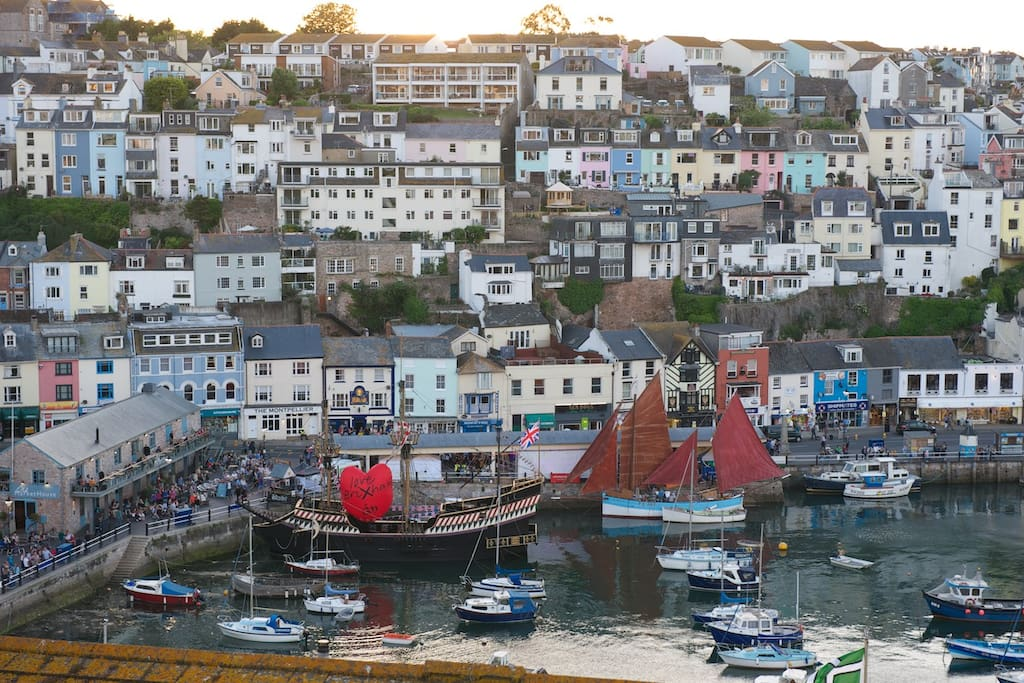 Brixham Harbour, cafes and pubs 7 - 10 minutes walk away