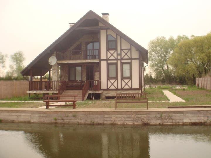 Загородный дом на берегу Дуная