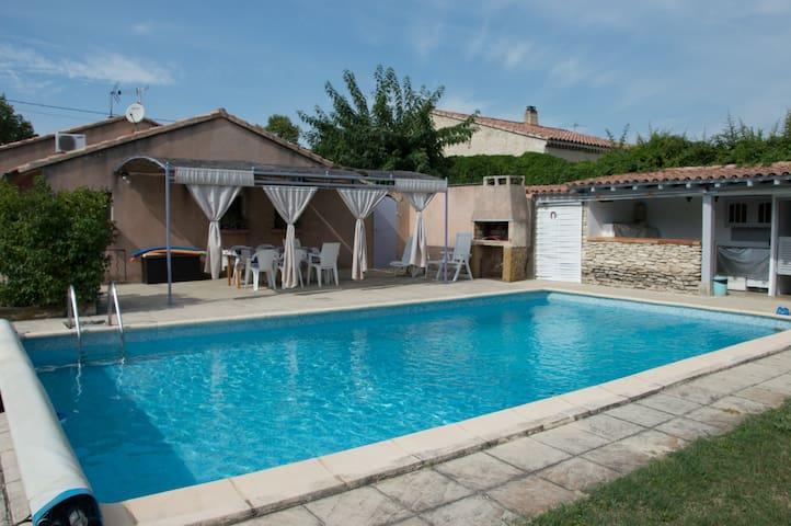 Villa meublée avec piscine
