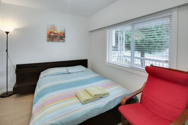 Beautiful spacious bedroom1 in great location - Vancouver - Talo