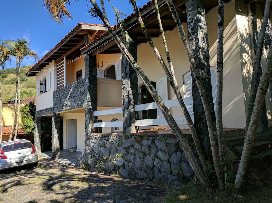Foto do lado da casa