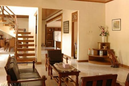 A huge villa for groups,max 38 person (19 rooms)!!