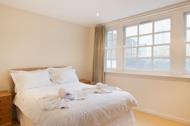 Open & Bright Central London 2-Bed With Terrace