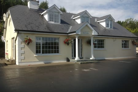 Wicklow mountains friendly B & B - Wicklow - Huis