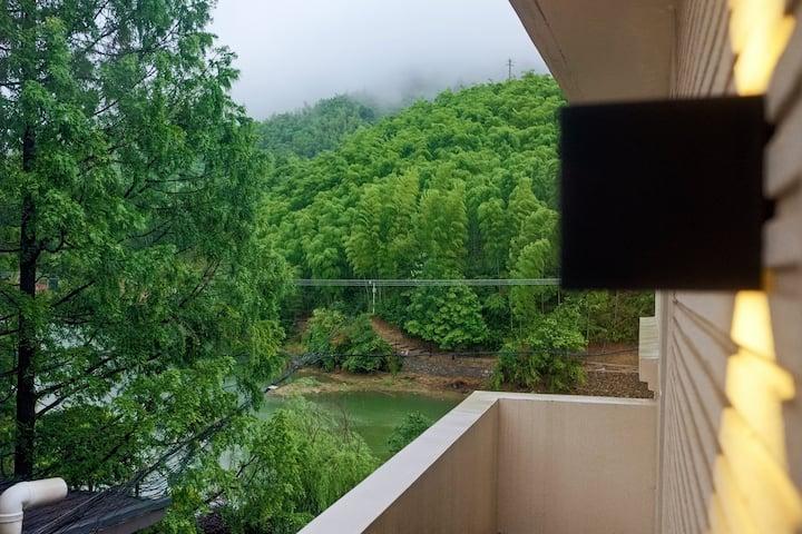 「山艇子」安吉高家堂云上草原景区|大床房|竹海环抱的湖景洋房|静谧、安逸、享受逃离都市喧嚣的心灵之旅