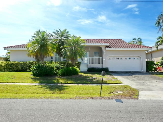 Waterfront house w/ heated pool & short walk to Shops of Marco