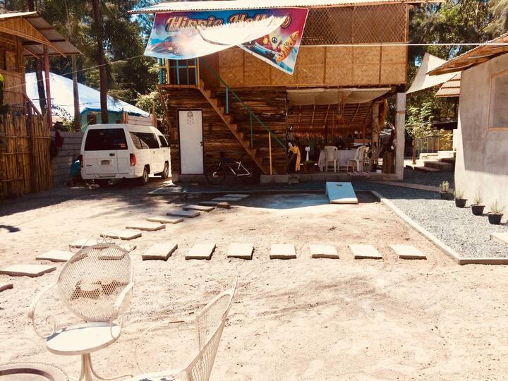 Hippie Hollow Hostel (Fan Main Hut for 18 PAX)
