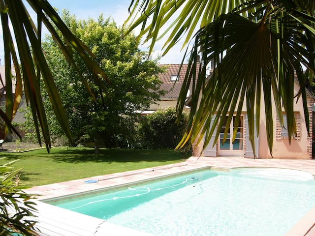 Nice 2 rooms with swimming pool - La Ferté-Saint-Aubin - Bed & Breakfast