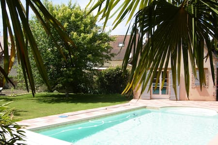 Nice 2 rooms with swimming pool - La Ferté-Saint-Aubin - Penzion (B&B)