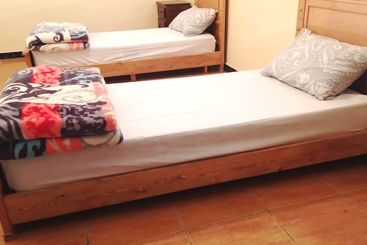 Chambre deux lits individuelles
