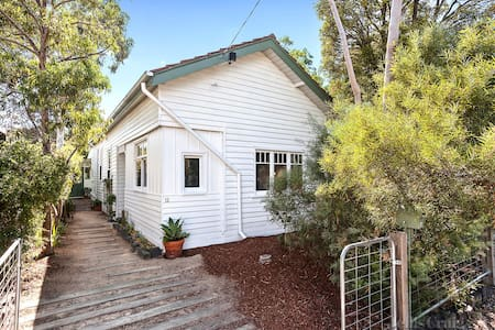 Beautiful garden home, heart of Brunswick;  Room 1