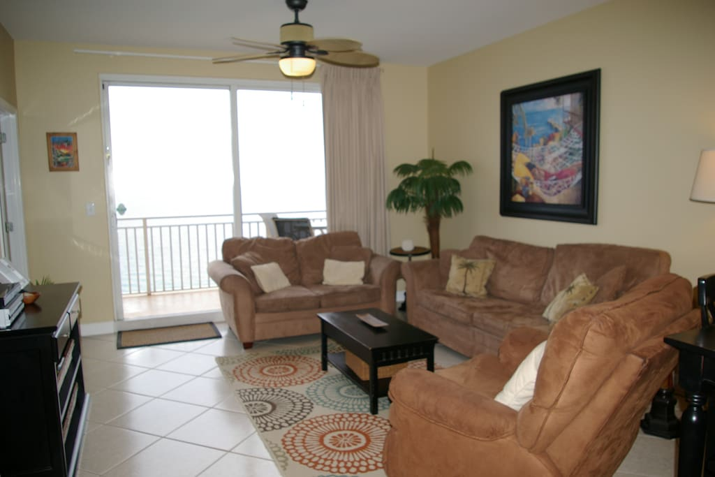 Living room with balcony - gulf front views