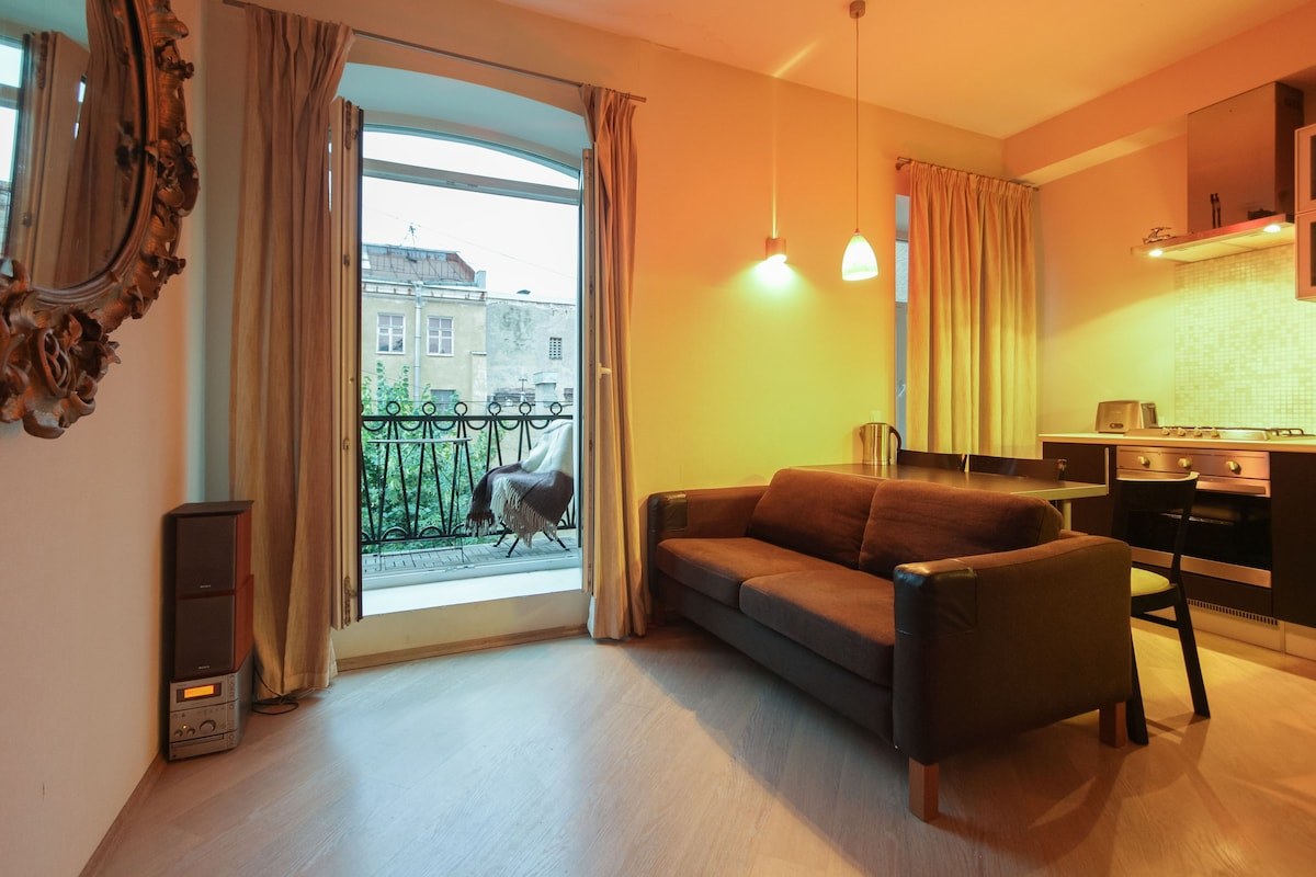 Дизайн гостиной с балконом: 15 фото.
