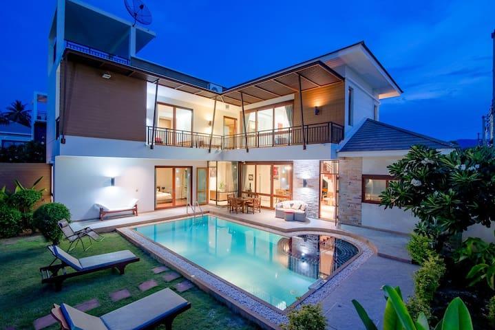 Dolphin bay pool villa