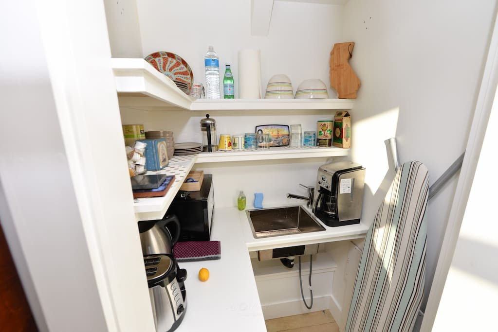 We also created a small kitchen with sink, coffee maker, tea pot, microwave, hot plate and fridge.