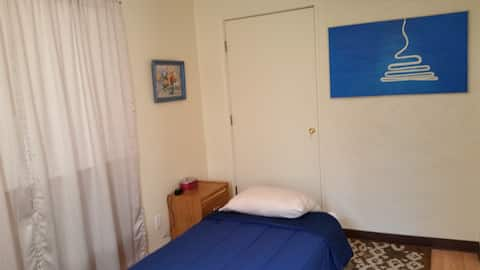 You will love this Blue room and location(t+)