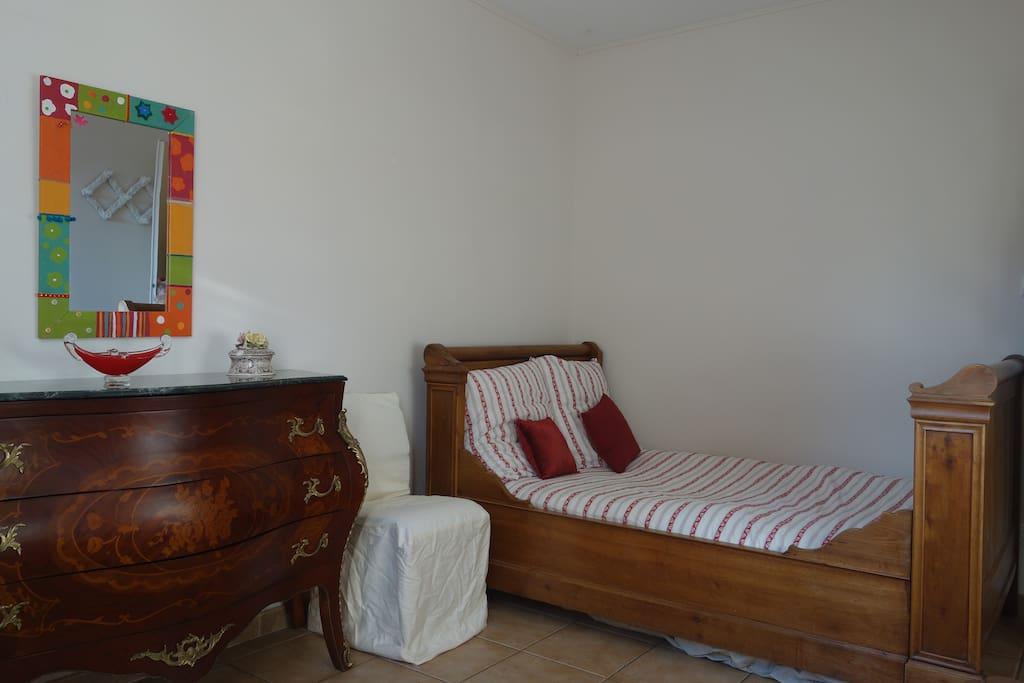 Chambre au 1er étage avec lit de 120cm