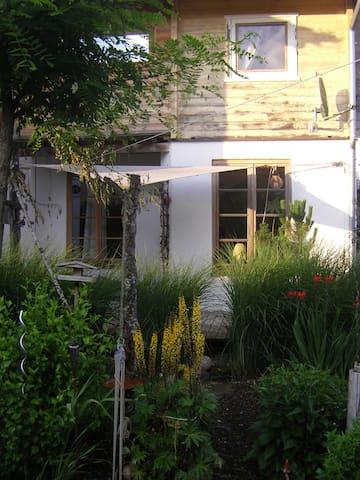 Kleines Haus + Veranda im Grünen - Eberfing