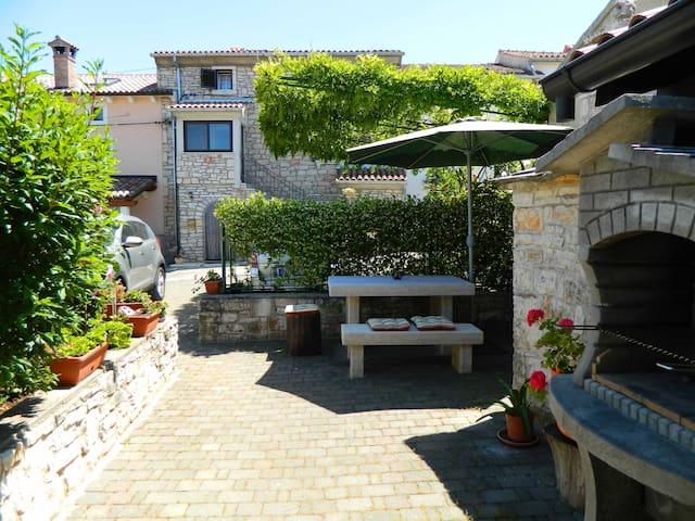 Charming Mediterranean apartment - Rovinjsko Selo - House