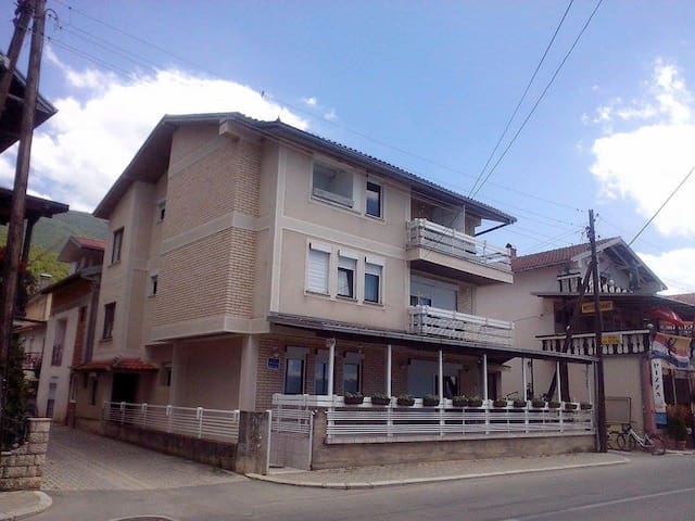 Rooms with great view in Pestani - Ohrid - Ev